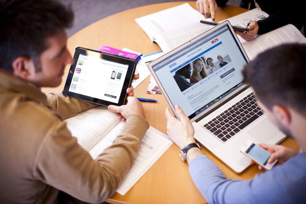 Các phần mềm học ngoại ngữ trên IOS mang lại rất nhiều lợi ích cho người học.